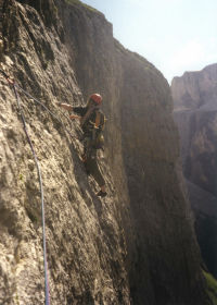 Traverse pitch on Via Micheluzzi (VI), Piz Ciavazes, in the Dolomites