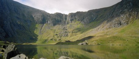 An introduction to mountaineering course: Llyn Idwal looking south.