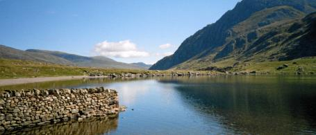 An introduction to mountaineering course: Llyn Idwal looking north.